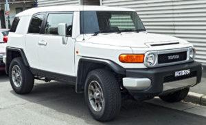 1200px-2011_Toyota_FJ_Cruiser_(GSJ15R)_wagon_(2011-11-08)_01